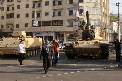 chars-devant-le-palais-presidentiel-egypte_scalewidth_630.jpg